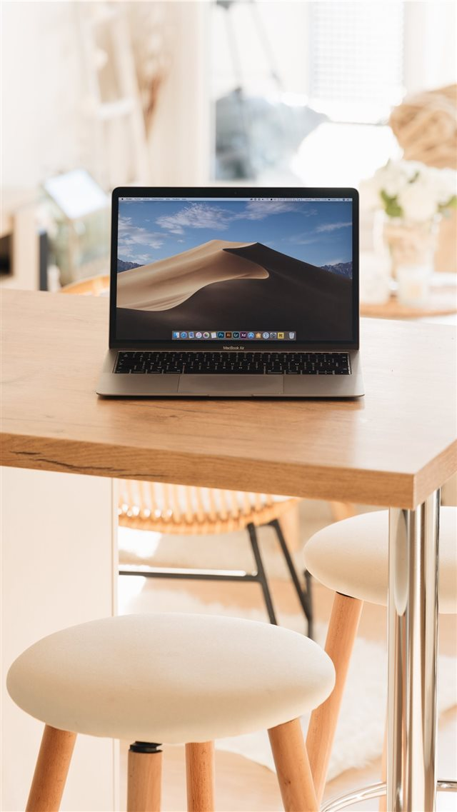 Macbook air 2019 iPhone SE wallpaper
