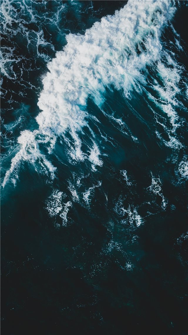 Rolling wave iPhone 8 wallpaper