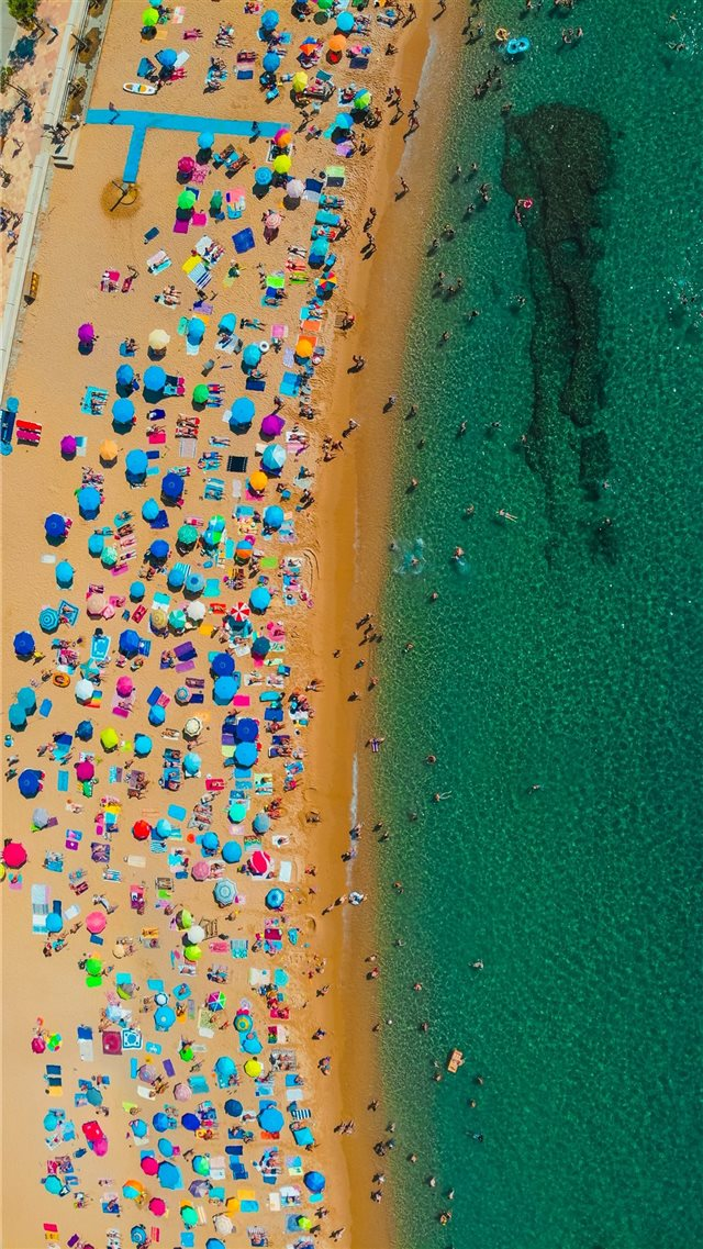 Summer days in Catalonia iPhone 8 wallpaper