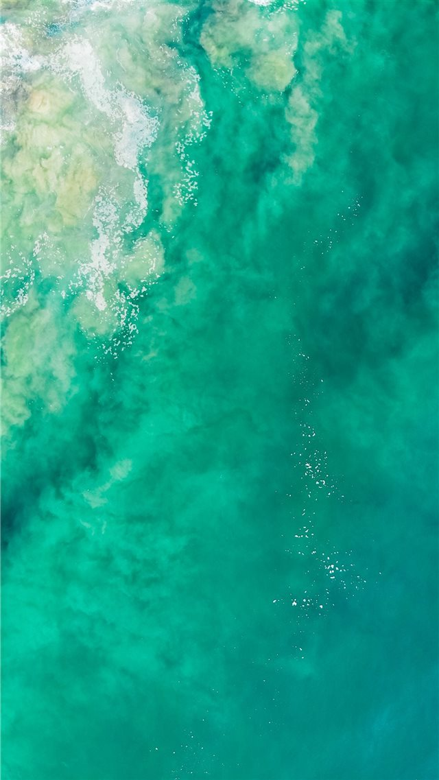 close up photography of body of water iPhone SE wallpaper