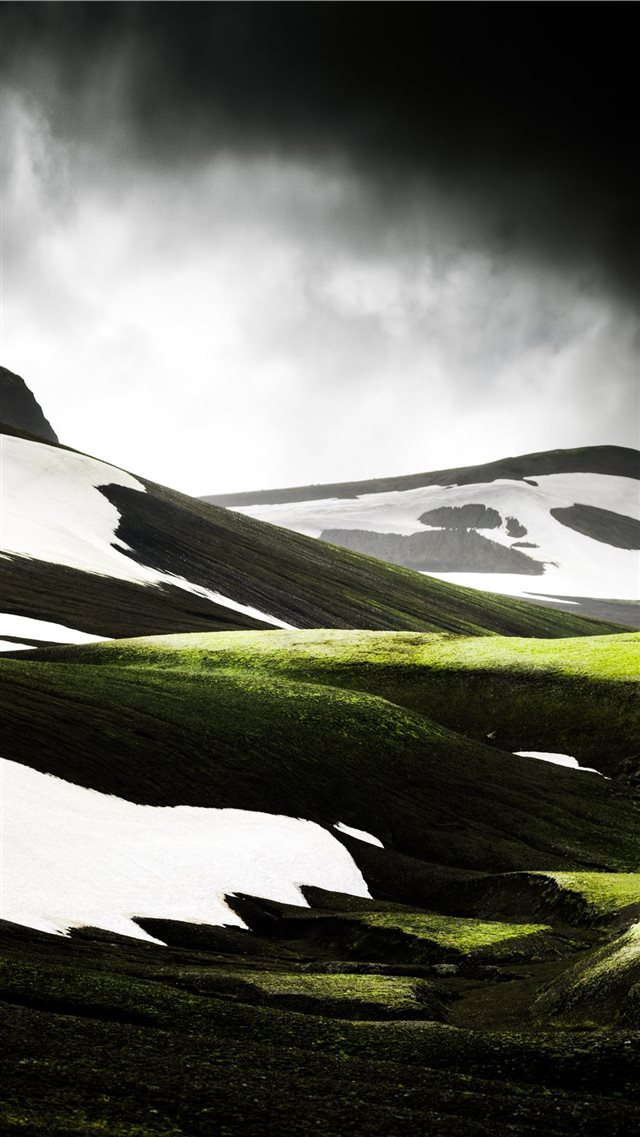 green hill iPhone 8 wallpaper