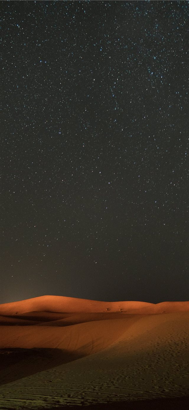 stars across the sky view at the desert iPhone 11 wallpaper