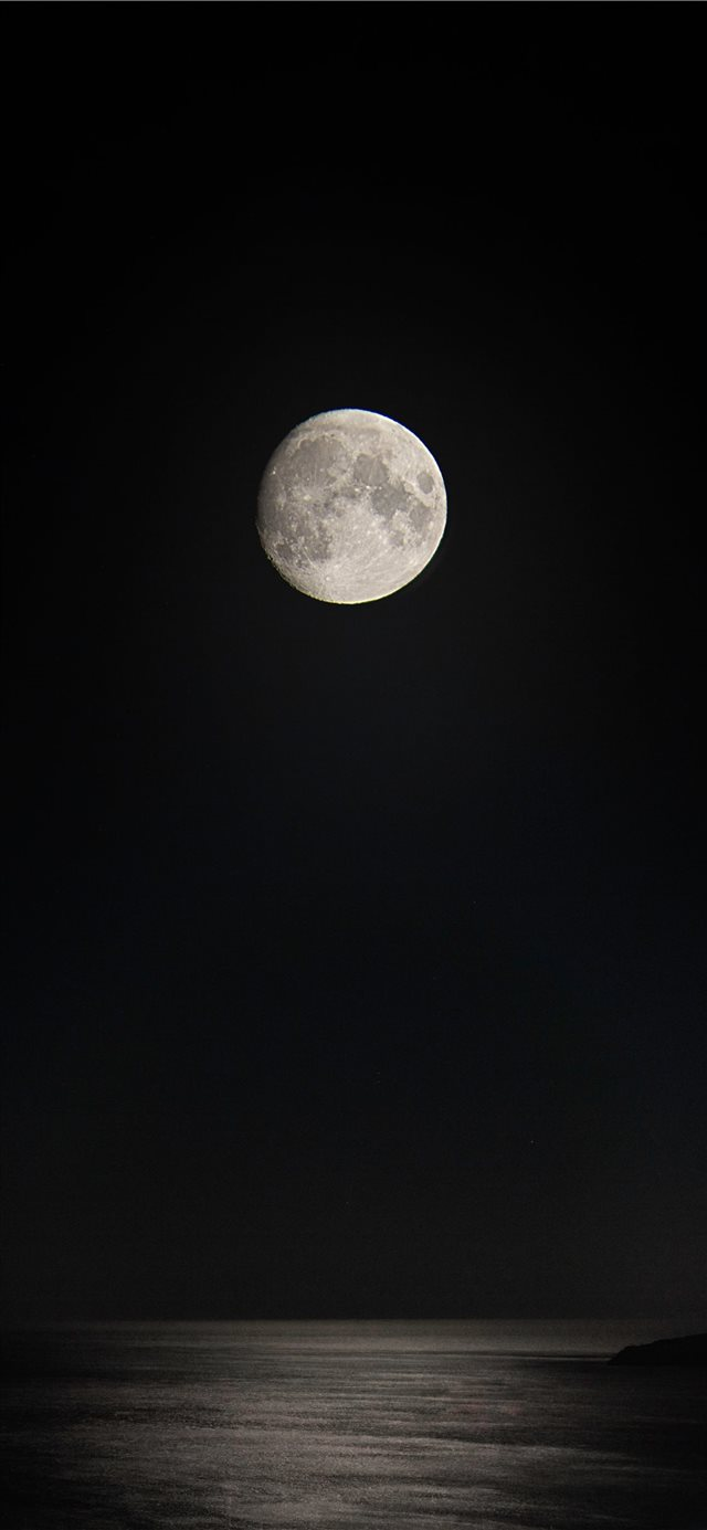 gray full moon over the sea iPhone 11 wallpaper
