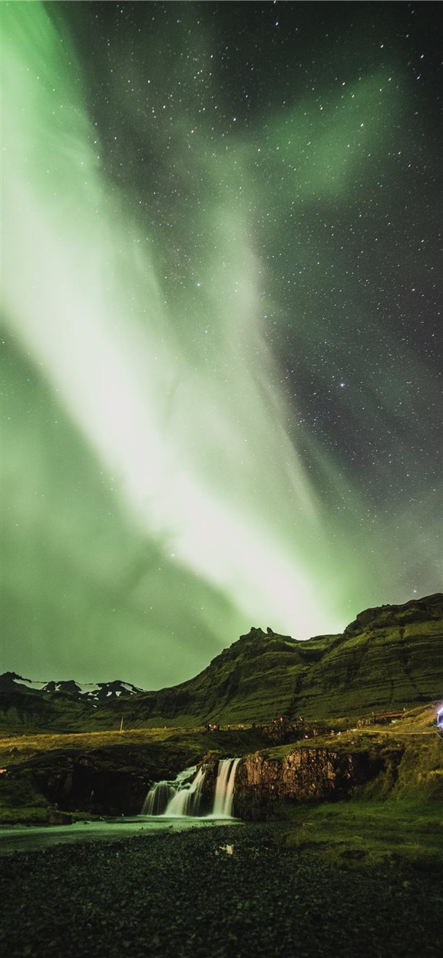 aurora lights iPhone 11 wallpaper