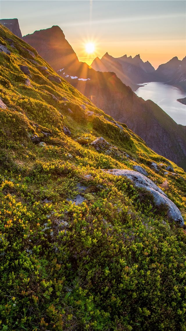 mountain range iPhone SE wallpaper