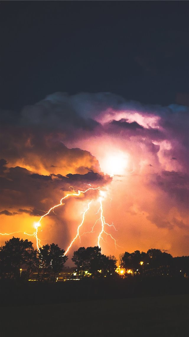 lightning strike at night iPhone SE wallpaper