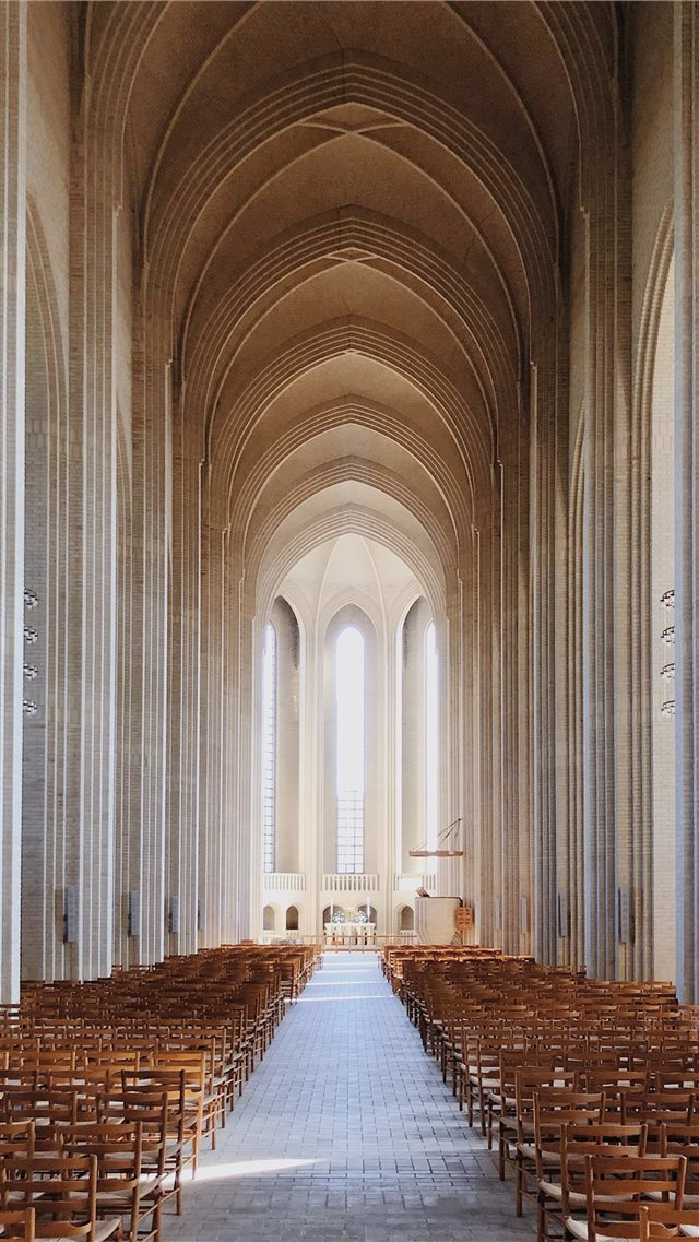 Grundtvig s Church iPhone SE wallpaper