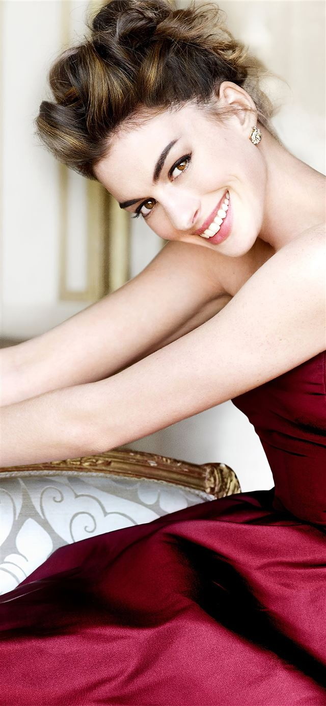 anne hathaway 2020 iPhone 11 wallpaper