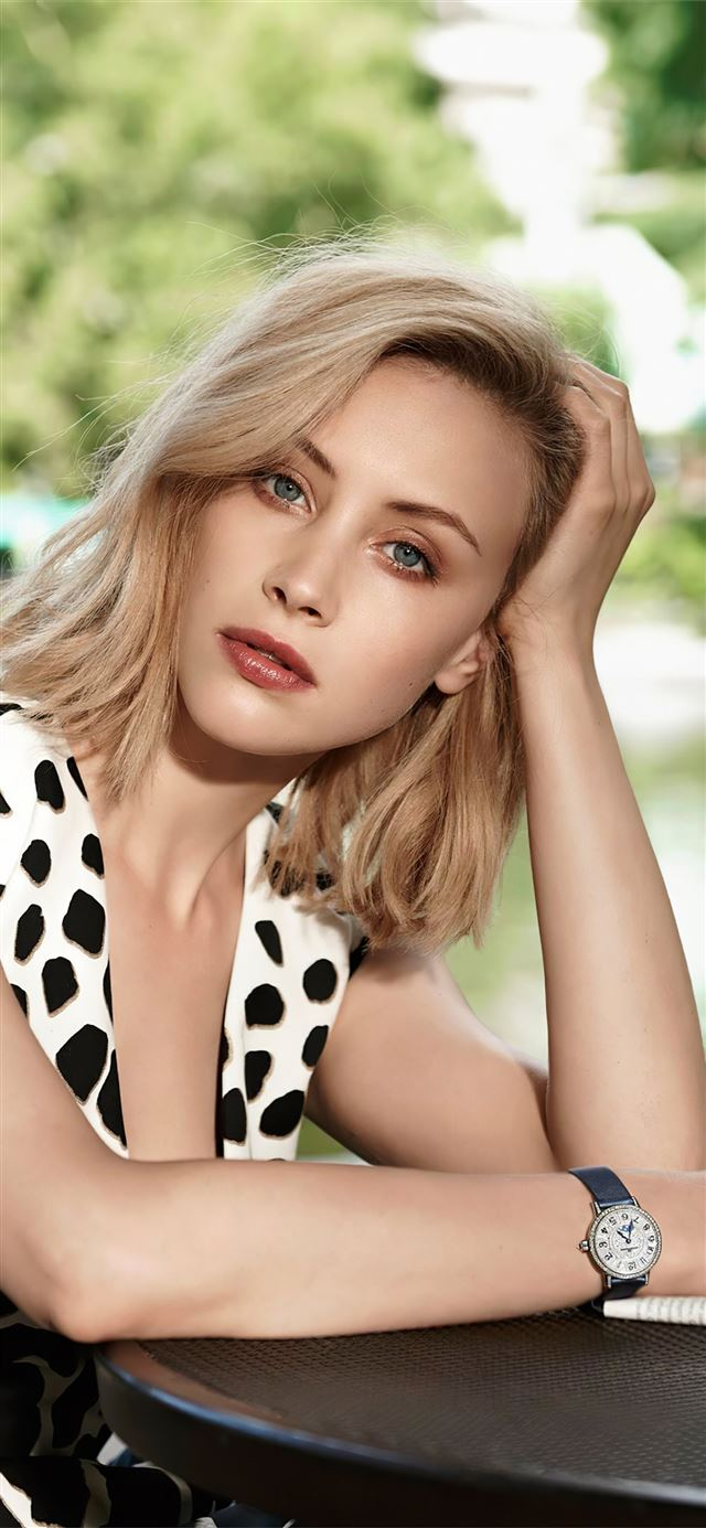 sarah gadon 4k iPhone 11 wallpaper