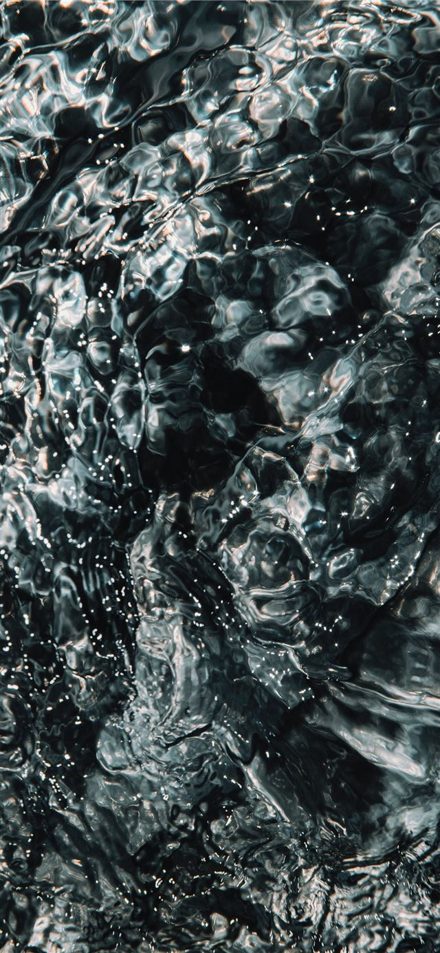 water splash on body of water iPhone X wallpaper