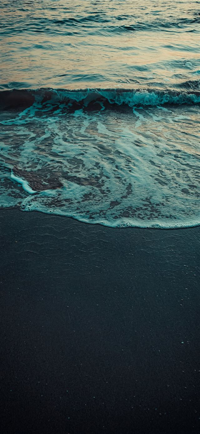 ocean waves crashing on shore during daytime iPhone 11 wallpaper